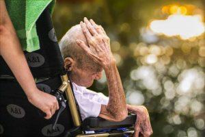 אלימות בקשישים , התעללות בקשישים